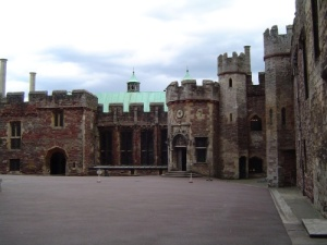 BERKELEY CASTLE 2
